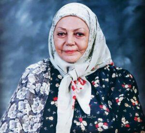 عکس حمیده خیرآبادی با لباس گل گلی و روسری و چادر