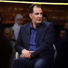 بهنام تشکر با کت و شلوار مشکی و پیراهن ابی از بازیگران مرد قد بلند ایرانی