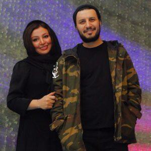 جواد عزتی با سویشرت چریکی و تیشرت مشکی و همسرش مهلقا باقری