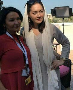 تیپ سفید نیکی کریمی با شال در دبی