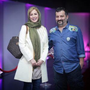عکسی از مهراب قاسمخانی با لباس آبی و همسرش