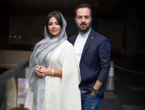 احمد مهرانفر با کت اسپرت و پیراهن سفید و همسرش مونا فائزپور