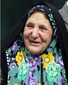 عکسی از حلیمه سعیدی با چادر و روسری گل گلی