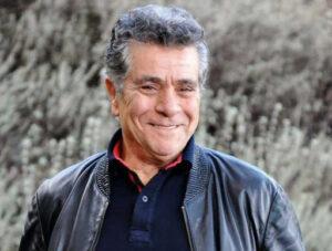 تیپ مشکی بهروز وثوقی با کاپشن چرم از بازیگران مرد قد بلند ایرانی