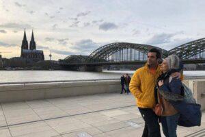 یکتا ناصر در کنار همسرش با کاپشن زرد
