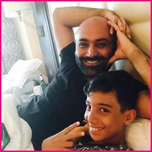 سلفی مهدی کوشکی و پسرش آرسام در یک هتل