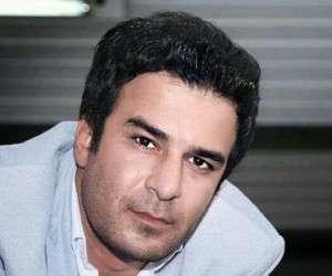 یوسف تیموری از بازیگران مرد ایرانی بالای 40 سال با کت سفید