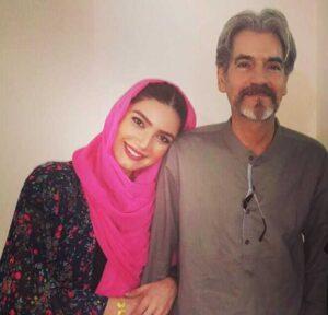 متین ستوده در کنار پدرش