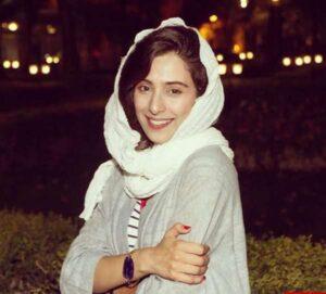 آناهیتا افشار با روسری سفید