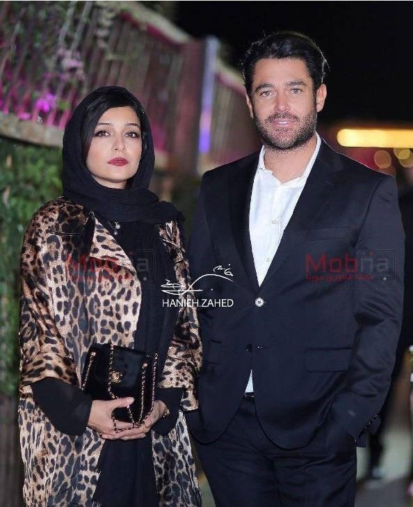 محمدرضا گلزار با کت و شلوار سرمهای و ساره بیات با لباس زسمی پلنگی در جشن حافظ