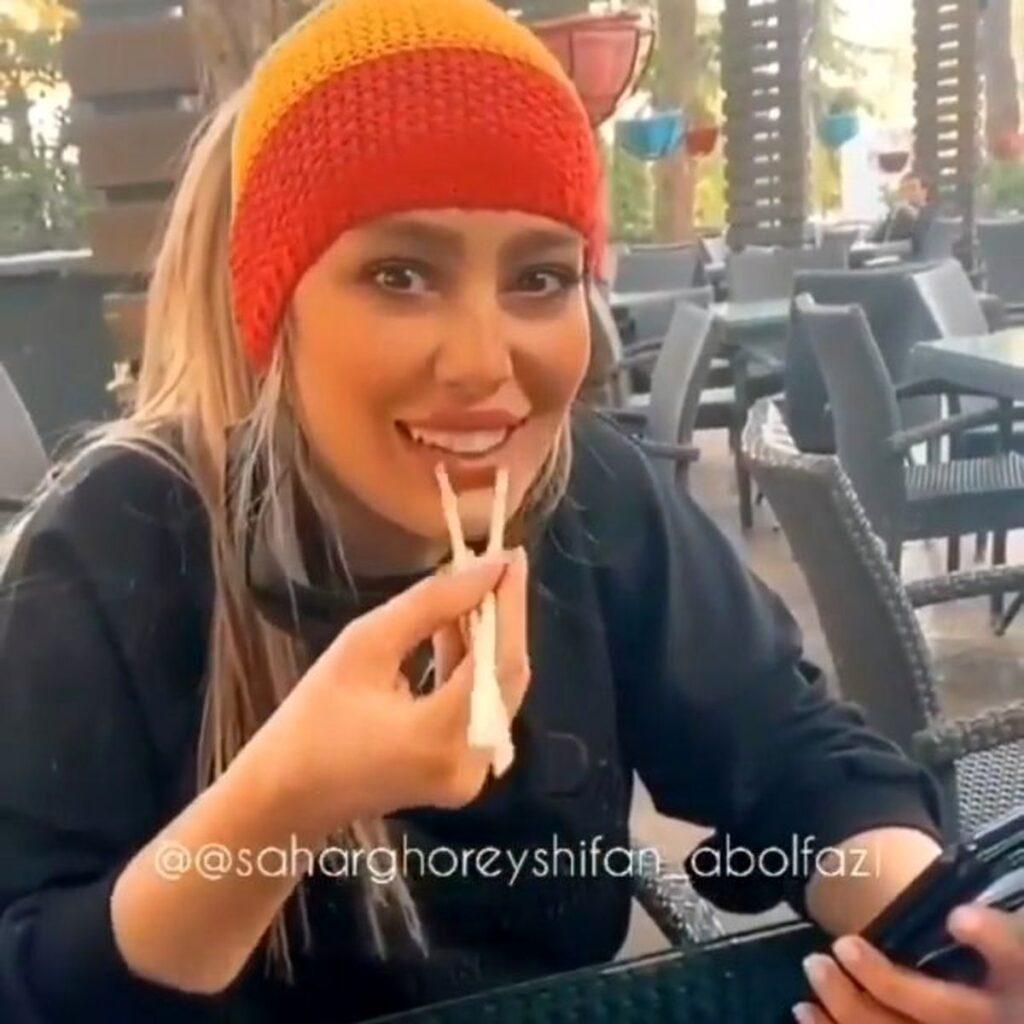 سحر قریش با کلاه در حال خوردن غذای چینی - عکس بی حجاب سحرقریشی