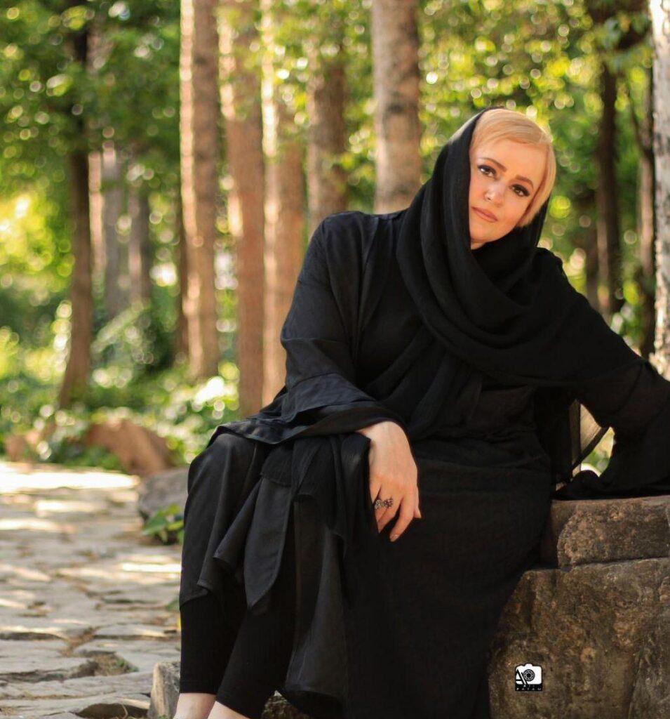 نعیمه نظام دوست با مانتو مشکی - مدل مانتو بازیگران چاق ایرانی