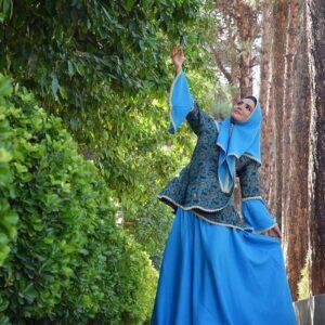 متین ستوده با لباس سنتی آبی