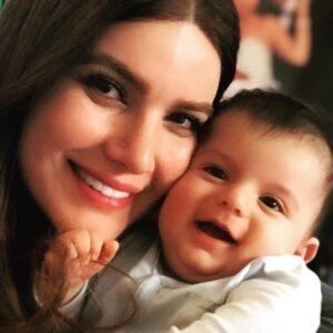 متین ستوده در کنار کودک دوست داشتنی