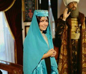 افسانه پاکرو با لباس تاریخی ابی