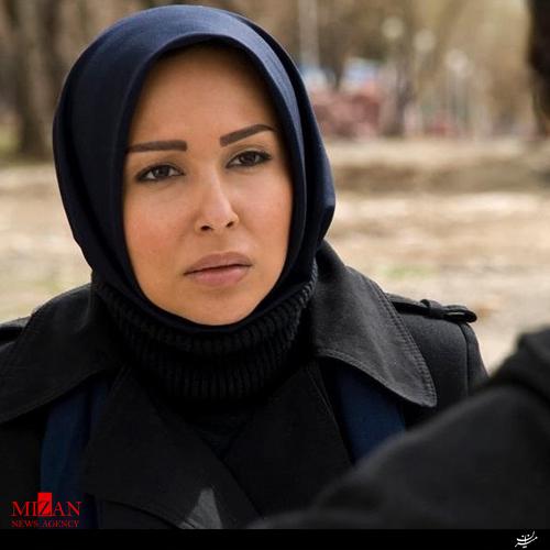 پرستو صالحی با مقنعی سورمه ای و بارونی - عمل زیبایی پرستو صالحی