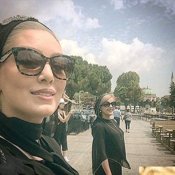 سحر قریشی با عینک آفتابی و دوستش در استانبول