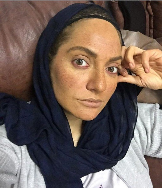 مهناز افشار با شال سورمه ای و بدون آرایش - عکس های بدون آرایش مهناز افشار