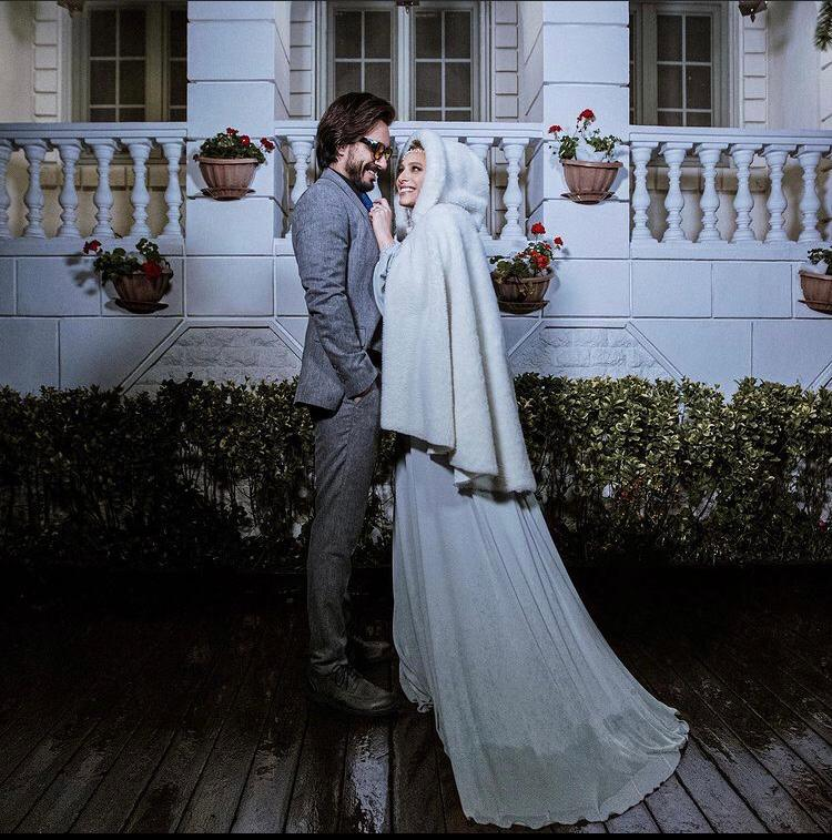 لباس عروس دنباله دار سفید نگین معتضدی و کت و شلوار طوسی امین امانی- ازدواج نگین معتضدی