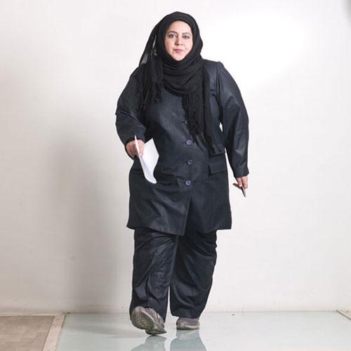 شهره لرستانی با شال و مانتو مشکی - مدل مانتو بازیگران چاق ایرانی