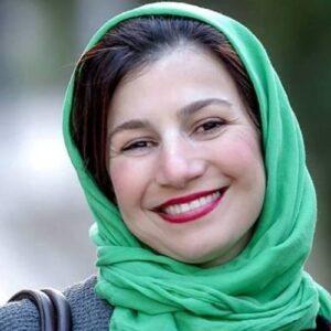 لیلی رشیدی با روسری سبز و لبخند زیبایش