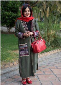 پرستو گلستانی با مانتو سنتی و کیف و کفش قرمز