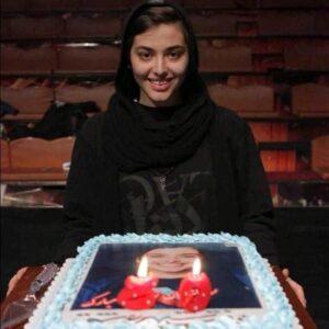 تولد بیست سالگی ریحانه پارسا در صحنه تئاتر