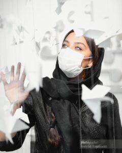تیپ مشکی آناهیتا درگاهی با ماسک