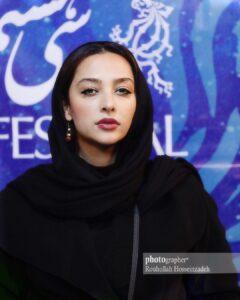 تیپ مشکی آناهیتا درگاهی در اکران فیلم شهرقصه
