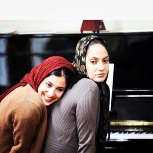 آناهیتا افشار در کنار مهناز افشار در فیلم برف روی کاجها
