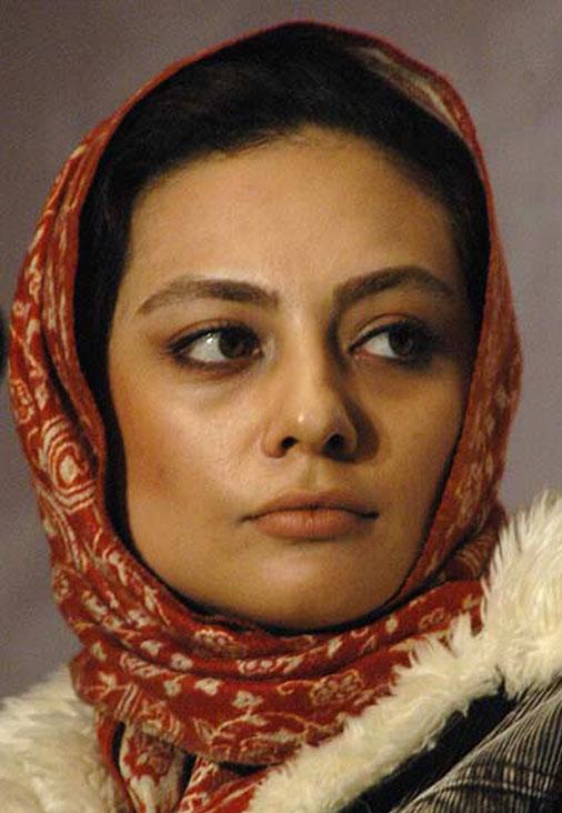 یکتا ناصر در جوانی با شال قرمز - عکس های بدون آرایش یکتا ناصر