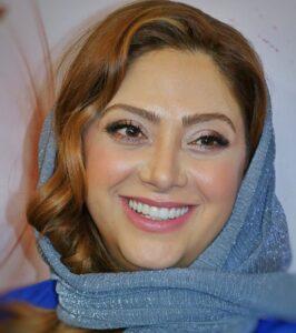 مریم سلطانی بازیگر 45 ساله با روسری زیبای آبی