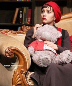 گریم آناهیتا درگاهی در صحنه ای از تئاتر