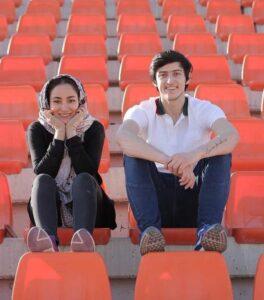 عکس بهاره افشاری در کنار سردار آزمون در استادیوم
