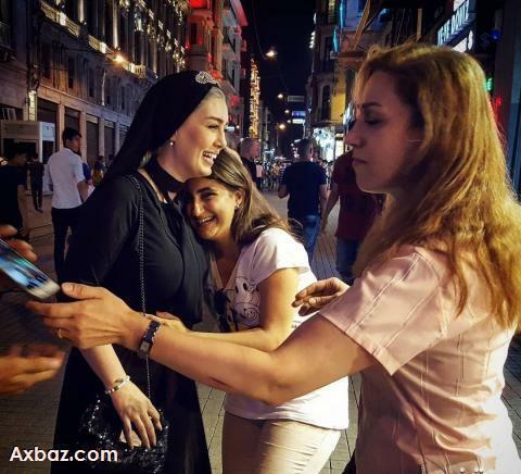 سحر قریشی و هوادارانش در خیابان های ترکیه