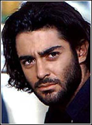 محمدرضا گلزار با موی بلند و ریش و سیبیل - عمل زیبایی محمدرضا گلزار