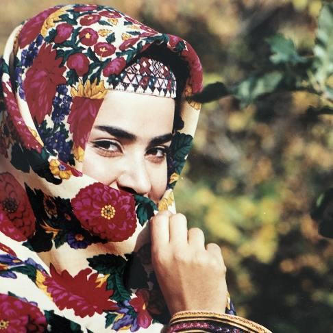 کمند امیرسلیمانی با روسری گل گلی - عمل زیبایی کمند امیرسلیمانی