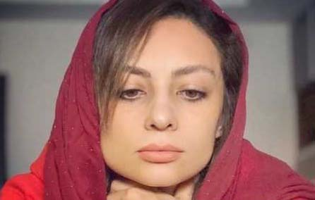یکتا ناصر با شال قرمز
