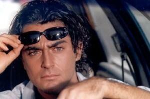 محمدرضا گلزار با عینک آفتابی در ماشین - عمل زیبایی محمدرضا گلزار