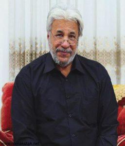 محمد فیلی با پیراهن مشکی از بازیگران مرد ایرانی بالای 40 سال