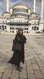 پوشش متفاوت مهتاب کرامتی در ترکیه