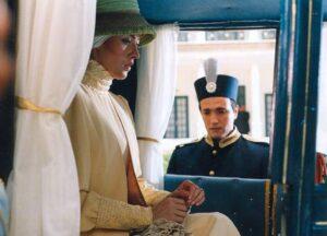 بازی مهتاب کرامتی و محمدرضا فروتن در فیلم شاه خاموش
