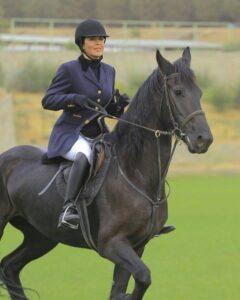 مهتاب کرامتی سوار بر اسب