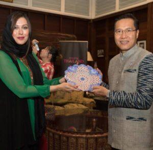 برنده جایزه زنان تاثیرگذار آسیا در کشور تایلند با حضور زنان موثر در جامعه در حوزه های مختلف
