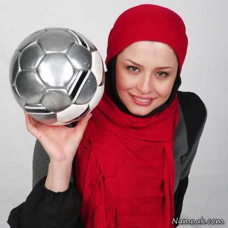 مهراوه شریفی نیا با شال قرمز و توپ فوتبال - مهراوه شریفی نیا طرفدار پرسپولیس
