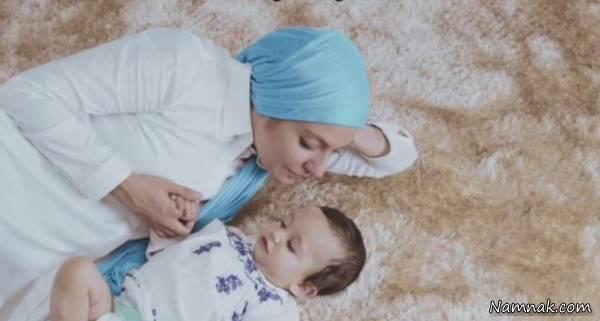 مهناز افشار مدل تبلیغاتی پوشک با شال آبی و لباس سفید