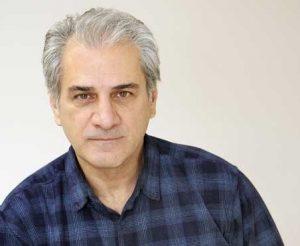 ناصر هاشمی با لباس چهارخونه سورمه ای از بازیگران مرد ایرانی بالای 40 سال