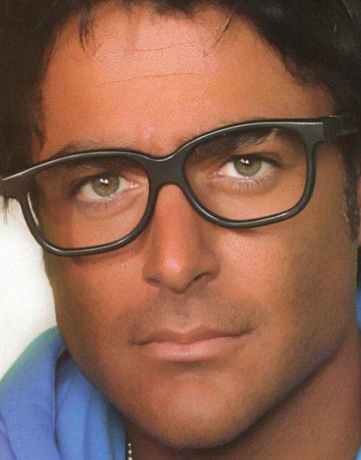 محمدرضا گلزار با عینک - رنگ واقعی چشم محمدرضا گلزار
