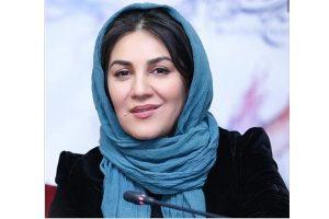 ستاره اسکندری با مانتو مشکی و شال ابی از بازیگران متولد ماه خرداد