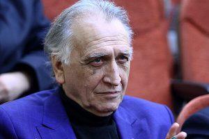 احمد نجفی با کت آبی از بازیگران مرد ایرانی بالای 40 سال